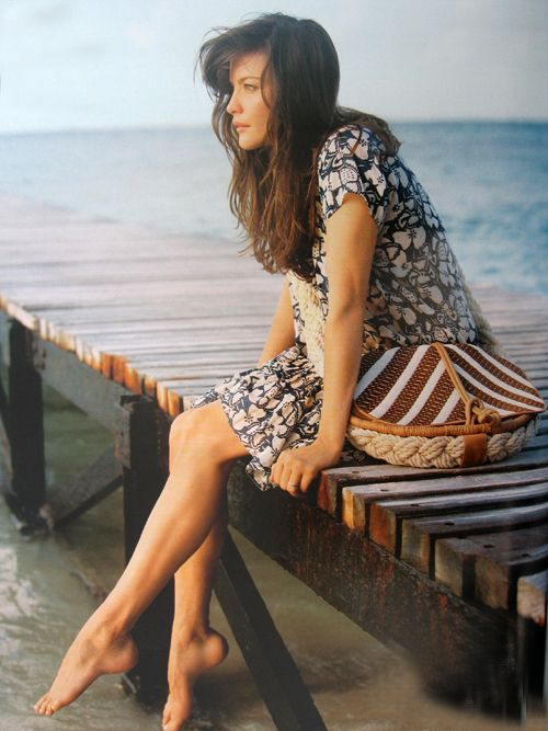 liv tyler .... Sittin on the Dock of the Bay ~ Sara Bareilles  http://www.youtube.com/watch?v=VWcUEKgf2sk