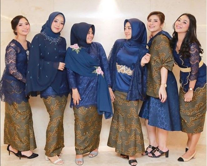Model Gamis Brokat Kombinasi Batik Navy Model Pakaian