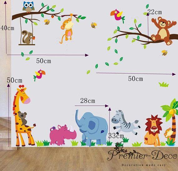 Deze prachtige jungle dieren thema muur muurschildering zal onmiddellijk uw kind bewoonbare oppervlakte te zetten in een levendige leuke plaats. Deze sticker sets worden vervaardigd met hoogwaardige milieu vriendelijke pvc gemaakt in Duitsland. De hele visuele dimensie is