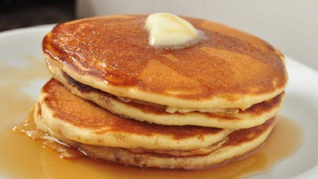 Estos deliciosos panqueques americanos son exquisitos al desayuno, con miel de palma y frutas o lo que tú quieras agregarle. Te dejamos esta receta ideal para darse un gusto el fin de semana.