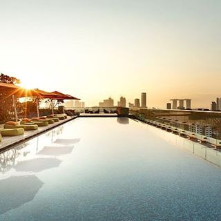 Rooftop sunset point of view at the Hotel Jen in Singapore. Swim in the sky, Chill on a Star. #poolside #rooftop #daypass #rooftoppool #luxurytravel #lifestyle #singapore #mysingapore #sunset #wellness #takecare #mindbodysoul #spirit #infinitypool credits : @hoteljenog @hoteljen