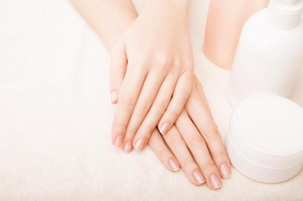 How to Make a Homemade Cuticle Remover Cream. A good and healthy nail growth solution has much to do with the state in which your cuticles currently are. This is a fundamental part to keep nail free from infections, dehydration and other problems...