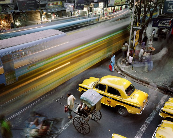 An urban scene in Calcutta, India. First Prize Daily Life Stories, Martin Roemers, The Netherlands, Panos Pictures.
