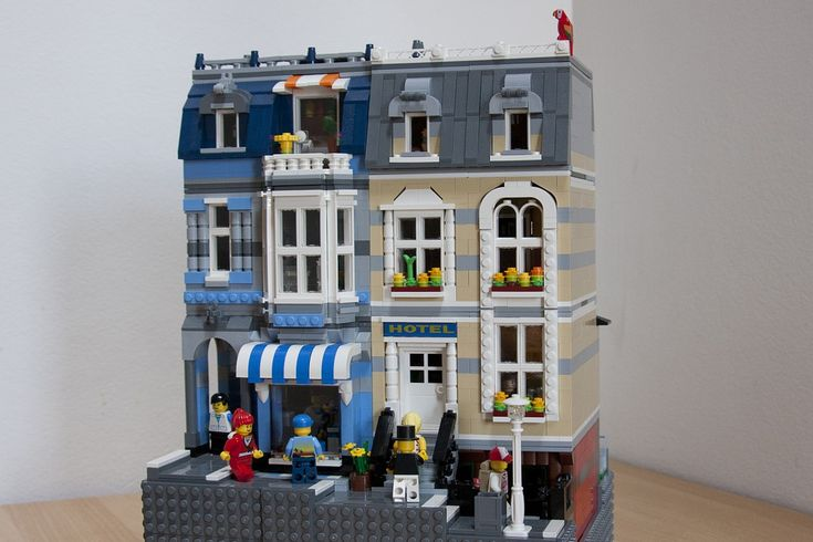 PC shop and hotel by cimddwc. This guy has such amazing mocs!