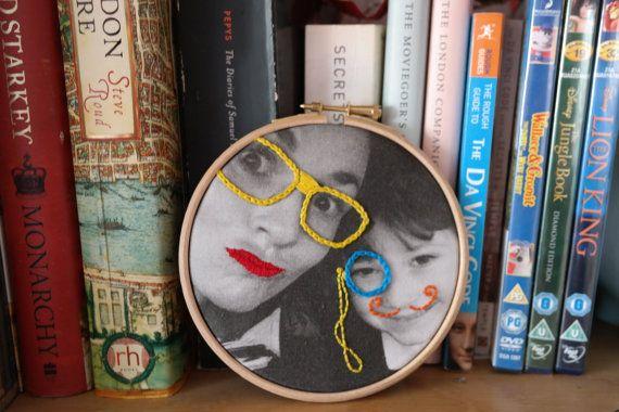 Cercle à broder de photo idée de cadeau unique cadeau photo in 2020 |  Embroidered paper, Embroidery hoop art, Fabric postcards