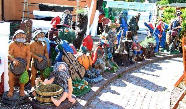 Садовые скульптуры - купить или сделать своими руками?