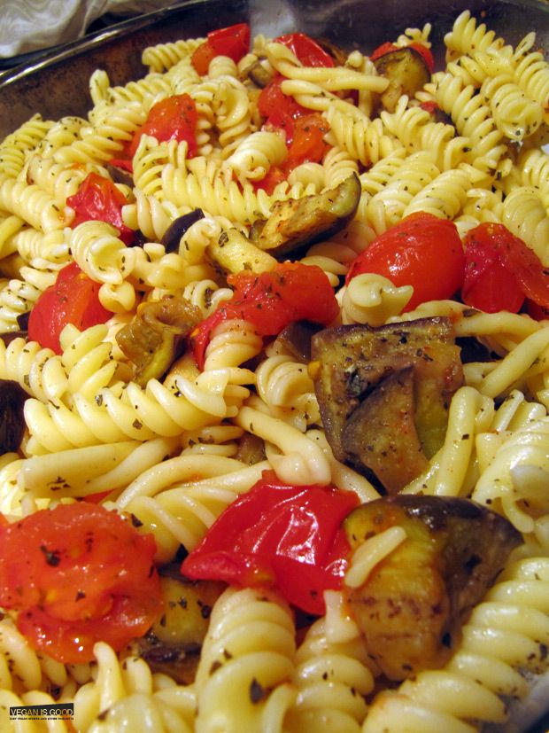 Plant Based Diet Recipes: Eggplant Tomato & Garlic Vegan Pasta... yummy Mediterranean inspired pasta!