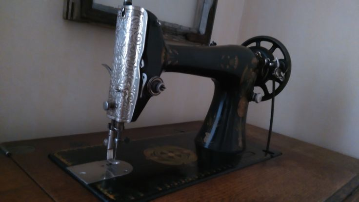 Old Singer sewing machine from yr. 1919. Beautiful, and it still works.