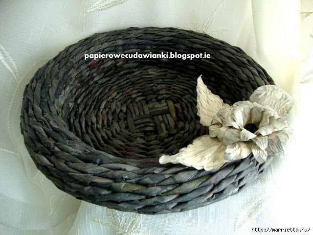 Weaving in newspapers.  Volume vase for fruits (3) (640x480, 218Kb)