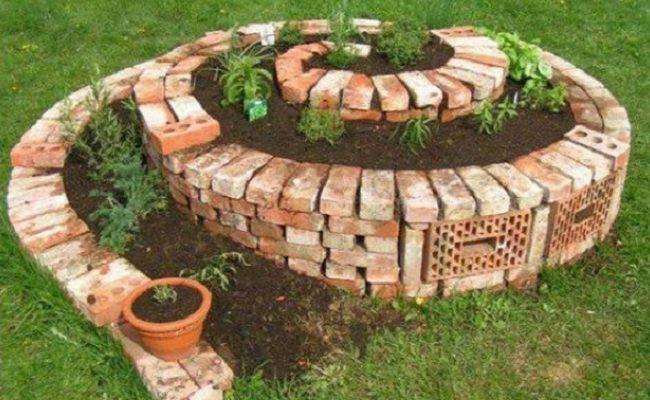 Ein Hochbeet im Garten sieht super aus und lässt sich rückenschonend bearbeiten! Lass Dich von diesen 16 schönen Pflanzen Hochbeete inspirieren. - DIY Bastelideen