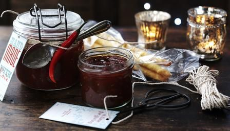 Tomato and chilli jam condiment for cheese