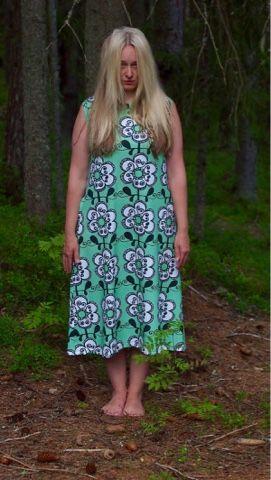 Liljan Lumo: Nuuksion noita yöpaidassansa Nightdress made by Liljan Lumo. Fabric from Verson Puoti.