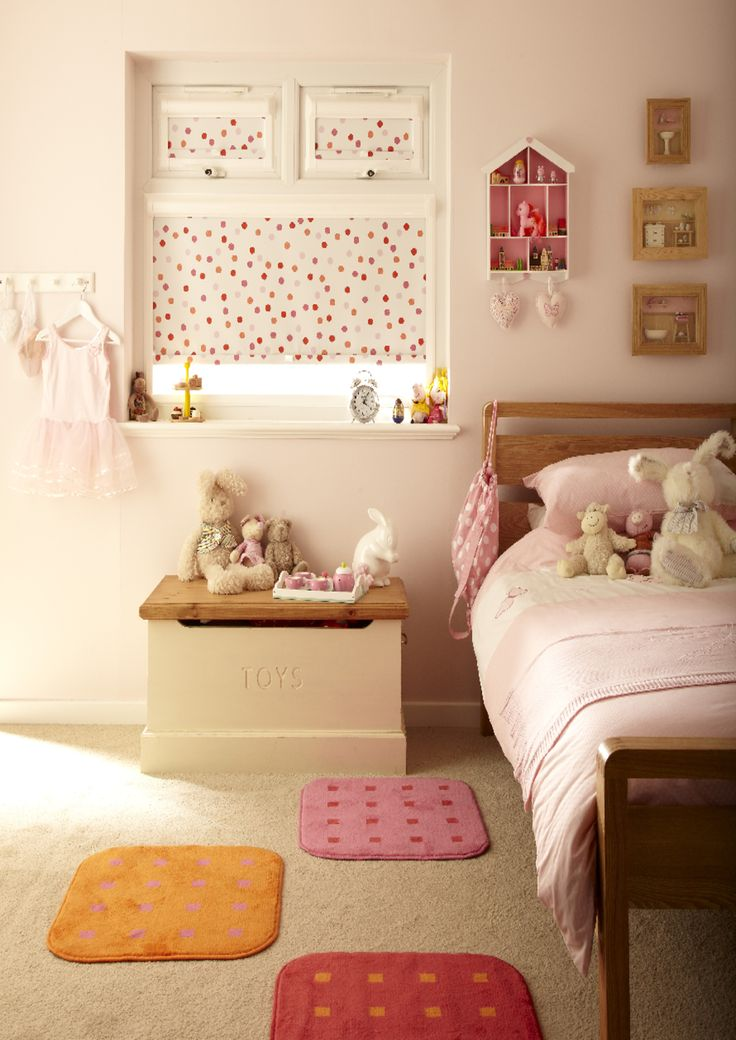 Spotty Dotty Tropics Roller blind for your bedroom from Hillarys. Find more inspiration here: http://www.hillarys.co.uk/
