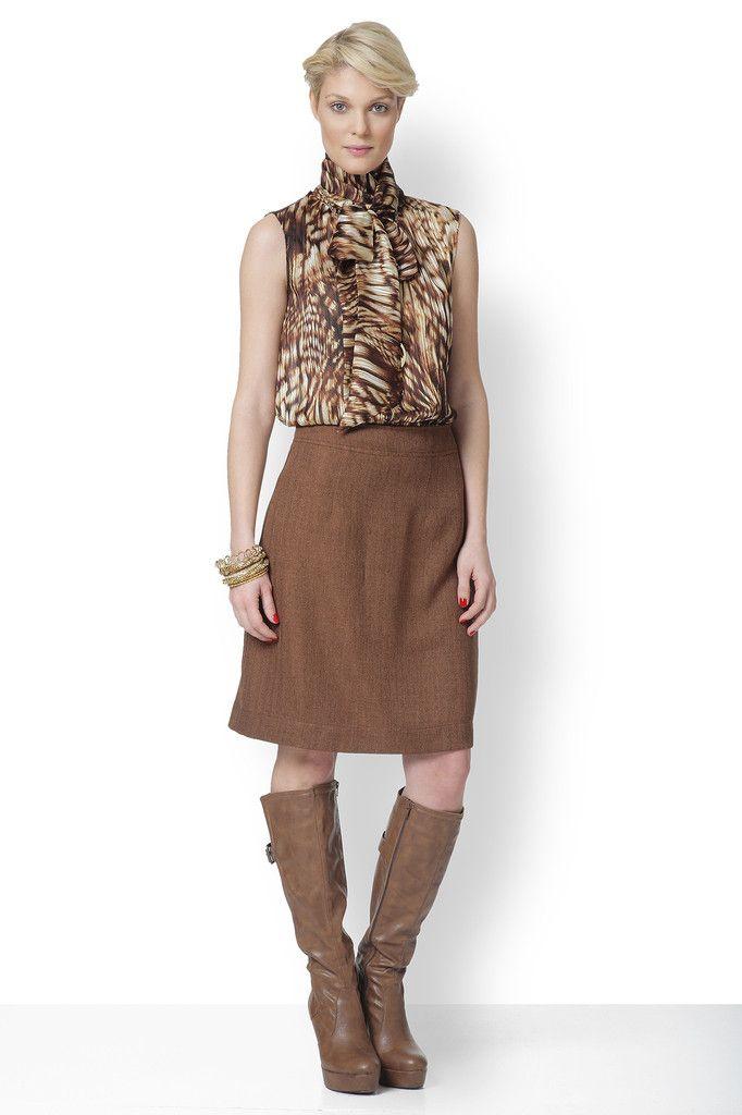 Ταιριάζει με όλες τις μονόχρωμες φούστες ή παντελόνες, αλλά επίσης και με τα τζιν σας.