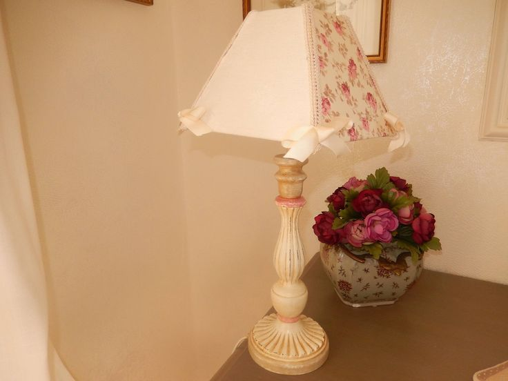 lampe avec abat-jour carré  tissu liberty et damassé ancien ivoire et rose de la boutique atelierobjetpeint sur Etsy