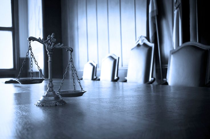 A Florida criminal trial can be a confusing process. In Florida, there are two types of trials: bench trials and jury trials. At a bench trial, the outcome of the case (usually a minor case) is decided by a judge, while six or more jurors decide the outcome of a jury trial.