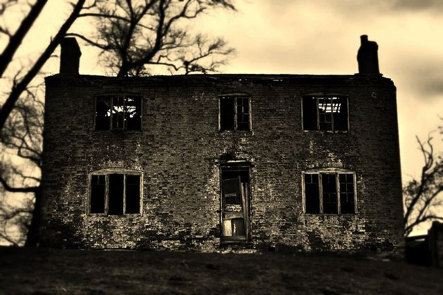 Farm house haunted house pinterest for Pinterest haunted house