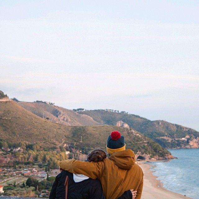 Sperlonga Italie. Parfois en voyage on invite des gens. Parfois ces gens répondent positivement à nos offres et alors un moment unique se façonne. La famille c'est avant tout la complicité d'apprécier un lieu dans toute sa splendeur. Merci Hoël de partager ce bout de chemin avec nous. -- La suite de nos aventures à travers l'Italie tu ne veux pas rater ça curieux!!! Like notre page ici: http://ift.tt/1ALo9cT -- #detourlocal #keekoh #ontheroadagain #roma #italy #naples #napoli #roadtrippers…