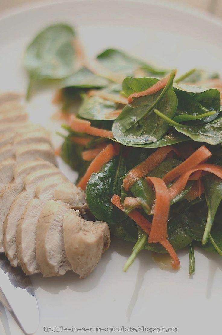 Trufla: Filet z kurczaka w ziołach & sałata szpinakowo-marchewkowa z cytrynowym dressingiem.