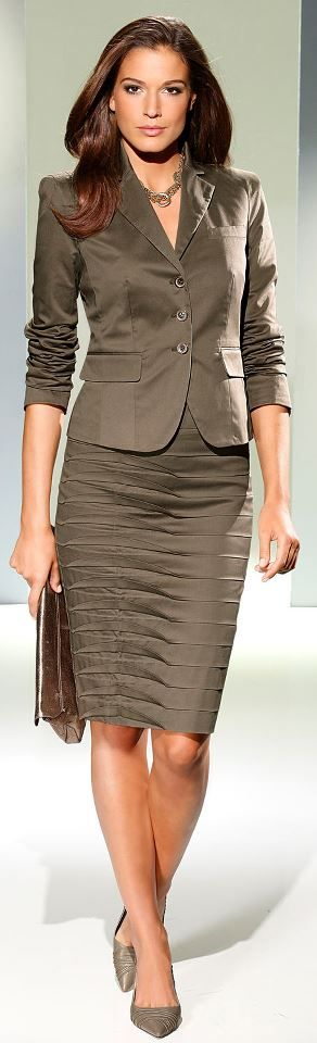 #Fashion for the Office ?? Women's suits , Beautiful! Saw one just like it at http://www.womensuitsupto34.com/