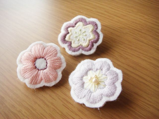 Cute embroidered flower brooches