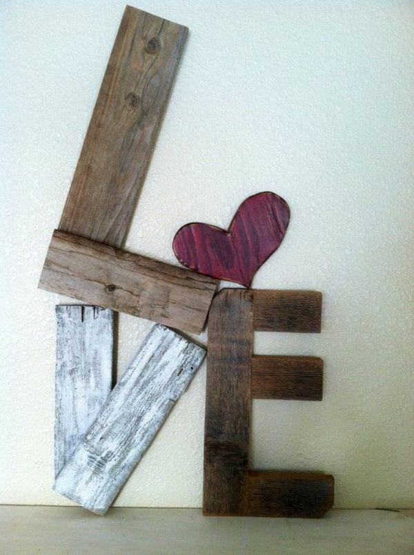 DIY Möbel aus Europaletten – 101 Bastelideen für Holzpaletten - DIY Möbel aus Europaletten selbst basteln DIY ideen  kunstvoll liebe valentinstag