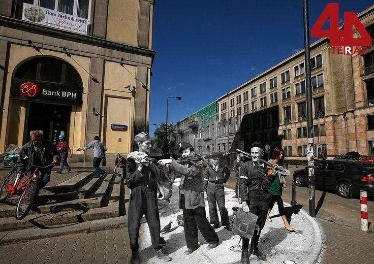 Corner of Świętokrzyska and Czacki - Then And Now Photos Of Warsaw That Bring History To Life  Best of Web Shrine