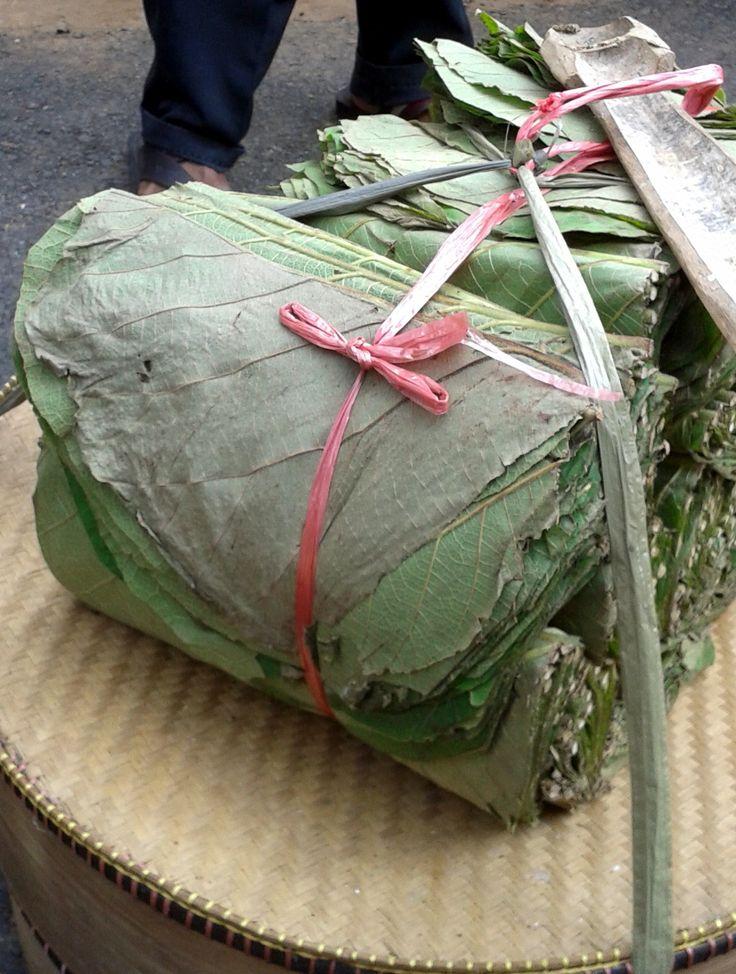 Alas atau pembungkus makananan khas Cirebon... back to nature!