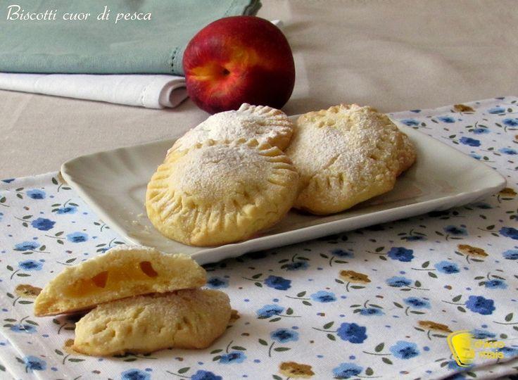 BISCOTTI CUOR DI PESCA #biscotti #cookies #pesca #peaches #ricetta #recipe #foodporn #glutenfree #ilchiccodimais http://blog.giallozafferano.it/ilchiccodimais/cuor-di-pesca-biscotti-ripieni-alla-pesca/