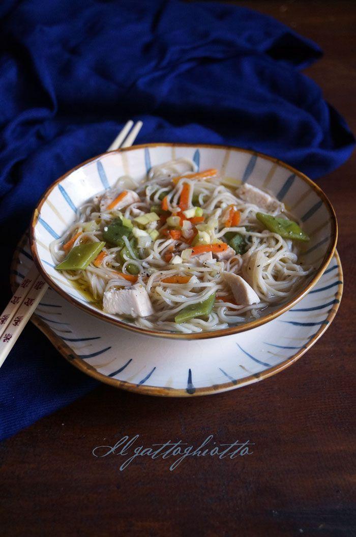 il gattoghiotto: Zuppa speziata di pollo e noodle