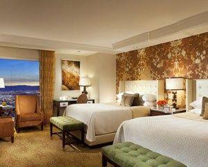 Resort Room 2 queen beds/spacious  bedroom 510 SQF high speed internet