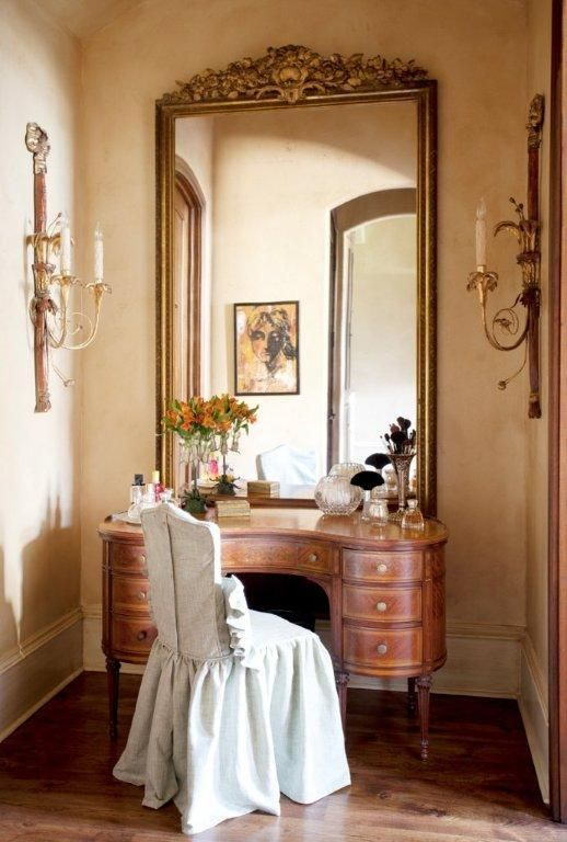 Dressing tables, or toilettes, originated in 18th century France. the mirror is huge compared to many yet it seems right