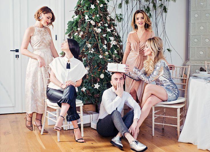 #christmas #alexandrabenga #elenasandor #madalinaavramescu #adipop #friends #december #christmasthree #presents #iris #florariairis