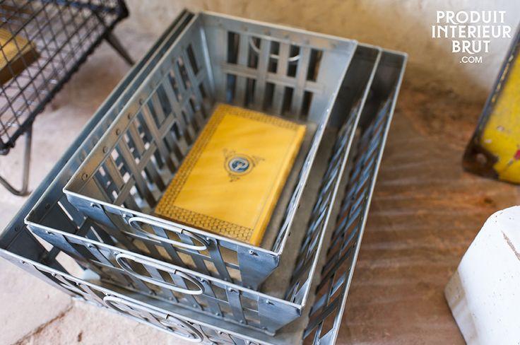 Set di Tre Ceste metalliche. Questo set di tre ceste metalliche offre molto spazio per conservare i tuoi oggetti e, allo stesso tempo, dà al tuo arredamento un tocco vintage.