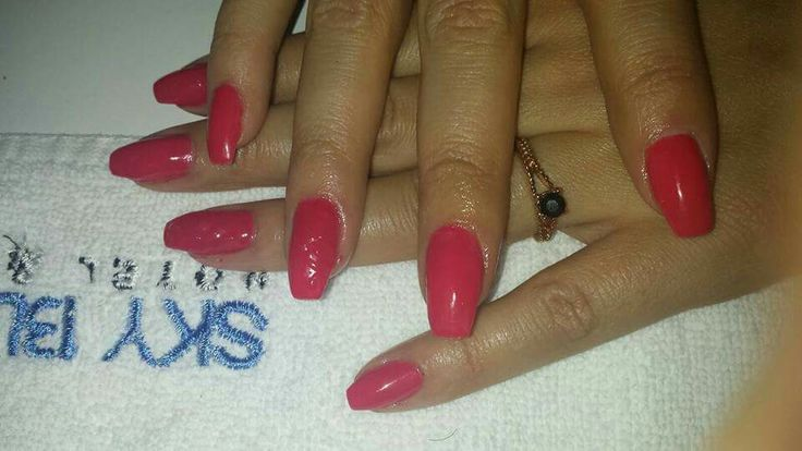 Manichiură cu gel!   Manichiura: Laura.  Rezervări: 0729106264. http://www.sky-center.ro/sky-beauty-salon/