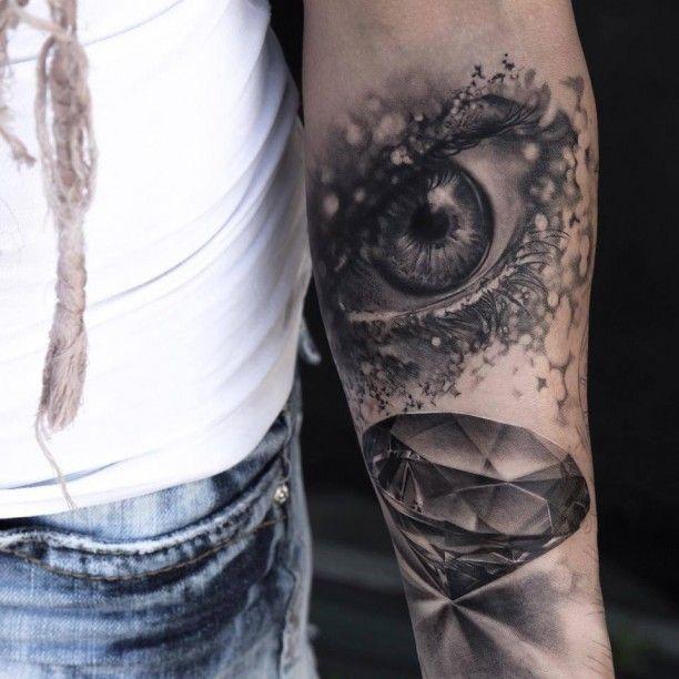 Unterarm Auge Diamant Tattoo