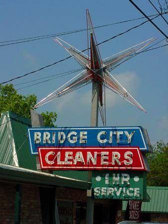 Bridge City Cleaners Bridge City, TX 1950's era neon sign