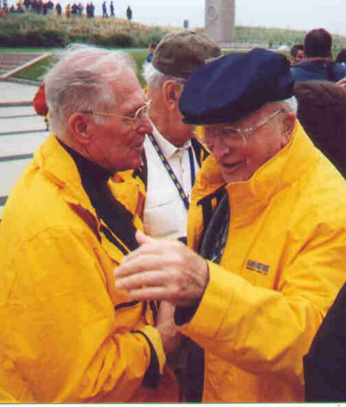 Winters and Speirs (Band of Brothers 101st Airborne) on Utah Beach. This was the first time the two veterans had seen each other since 1945