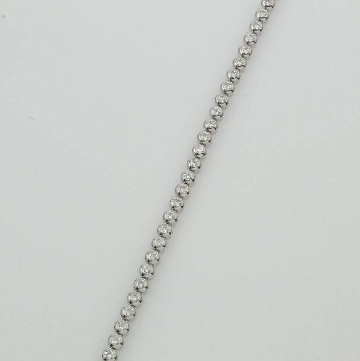 Tennisarmband mit Brillanten, WG 750/000, Brill. zus. ca. 3.16 ct feines Weiß/vs, Kastenschl. m. Sicherheitsbügel, L. ca. 18.5 cm  6720,- €