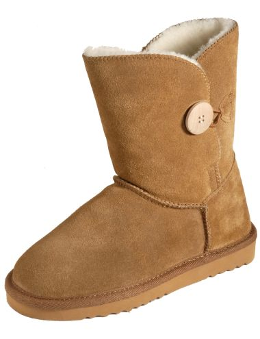 Featuring a leather upper, these Raglan slippers are great for keeping your feet super warm.