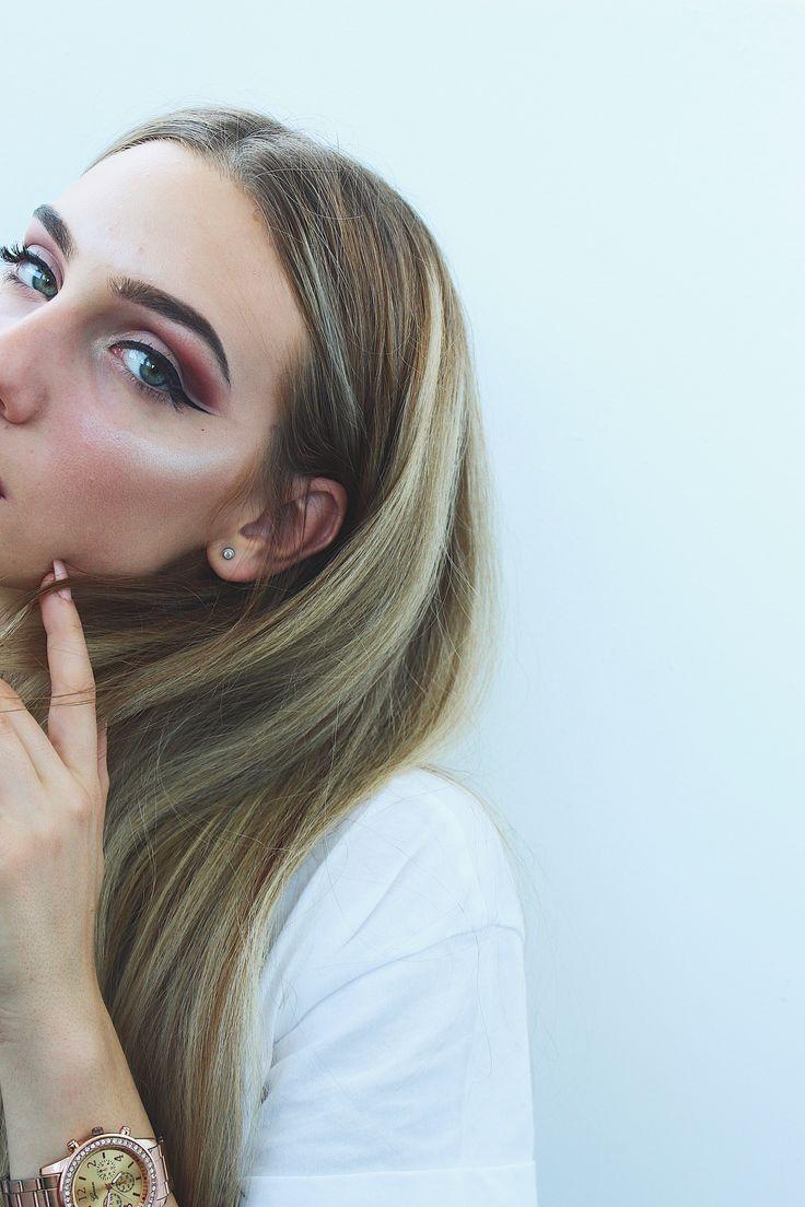 Highlighter cutcrease makeup blonde hair counturing face eyeshadow eyeliner  instagram maram.alexandra Muresan Mara