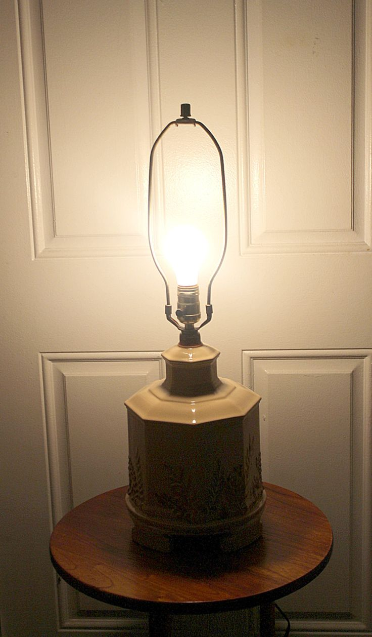 Vintage Haegar Pottery USA, Table Lamp, Great Condition, Lovely Neutral  Color, Greens