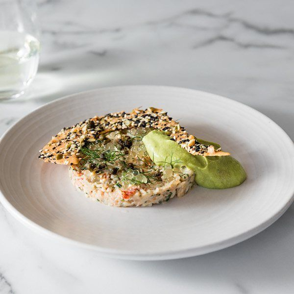 Just us or is this crab, smoked oyster cream, fried capers, finger lime and seeded crisp bread made for eating while watching the 🌞 go down?  #thegreensnorthsydney #restaurantaustralia