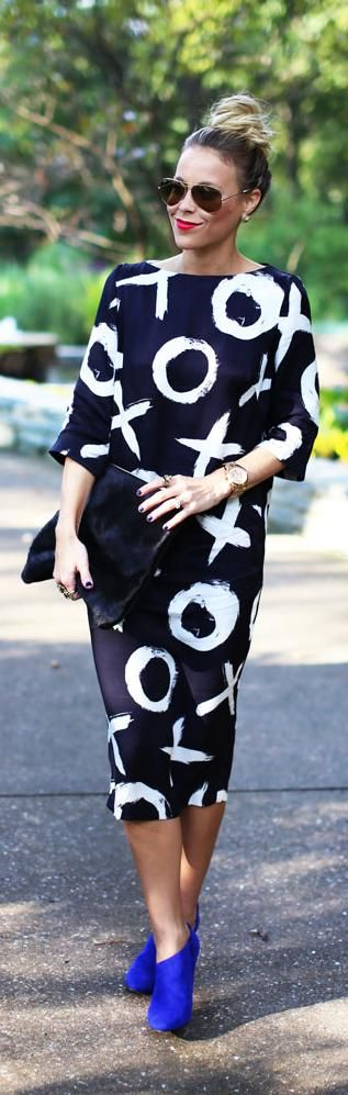 Street Style | Navy and white tic tac do dress