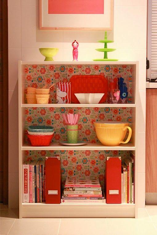 """""""Organize sem Frescuras!: Como decorar a cozinha gastando pouco. Outra ideia é um móvel baixo de madeira forrado com papel contact ou tecido adesivo para dar o charme."""""""