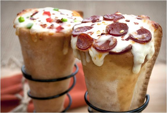Wow! How much does this make you drool? If you´re a pizza lover you´ll love this. Pizza Cones, have to be one of our favorite inventions. With the Pizzacraft Grilled Pizza Cone Set, you can take your pizza making to a whole new level, great fun and e