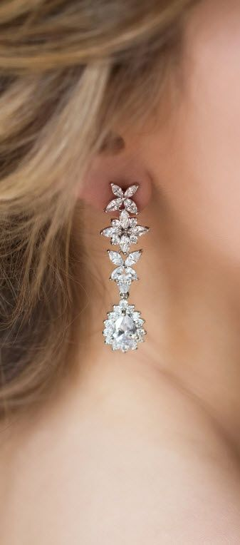 Chandelier Drop Bridal Earrings Silver Wedding Jewelry White Gold Bridal Earrings for the Bride Swarovski Crystal Bridal Jewelry Accessories