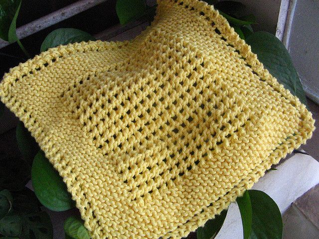 Eloomanator's Diagonal Knit Dishcloth - middle is made using YO, Slip, Knit, Pass on every other row.