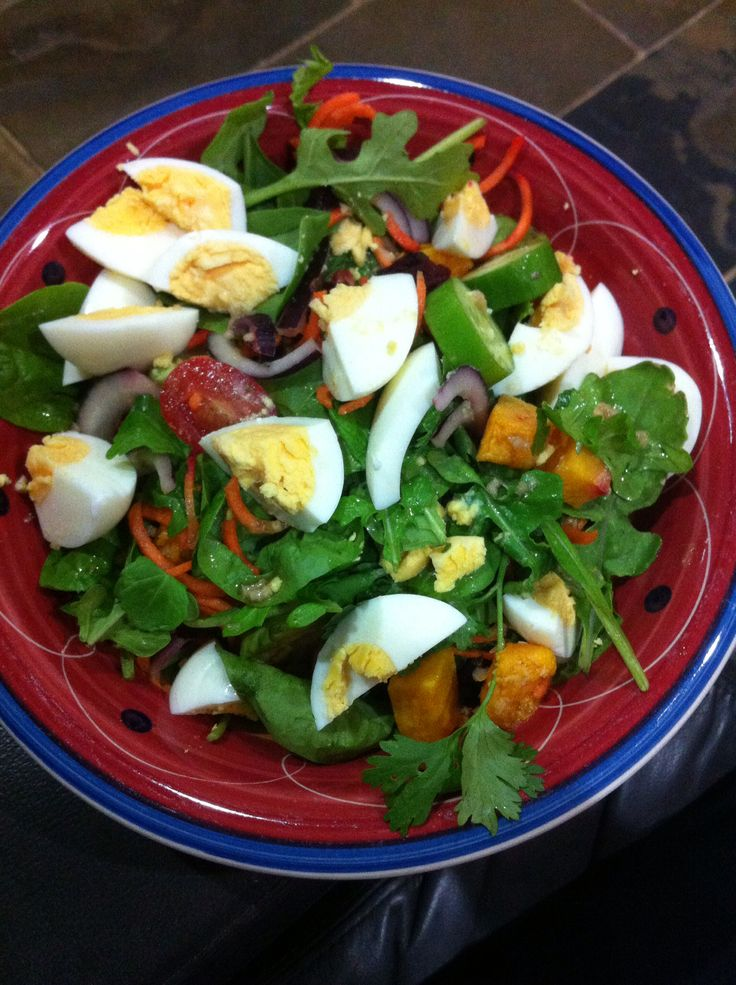 last nights tea...roast pumpkin and roast beetroot salad with lots of coriander (love coriander in salad with lime juice) and lime, soy sauce, fish sauce and garlic dressing :) week 24 now and have lost 17.1kg :D
