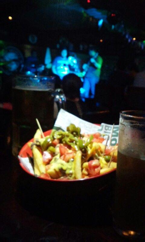 papas nacho, cerveza y rock